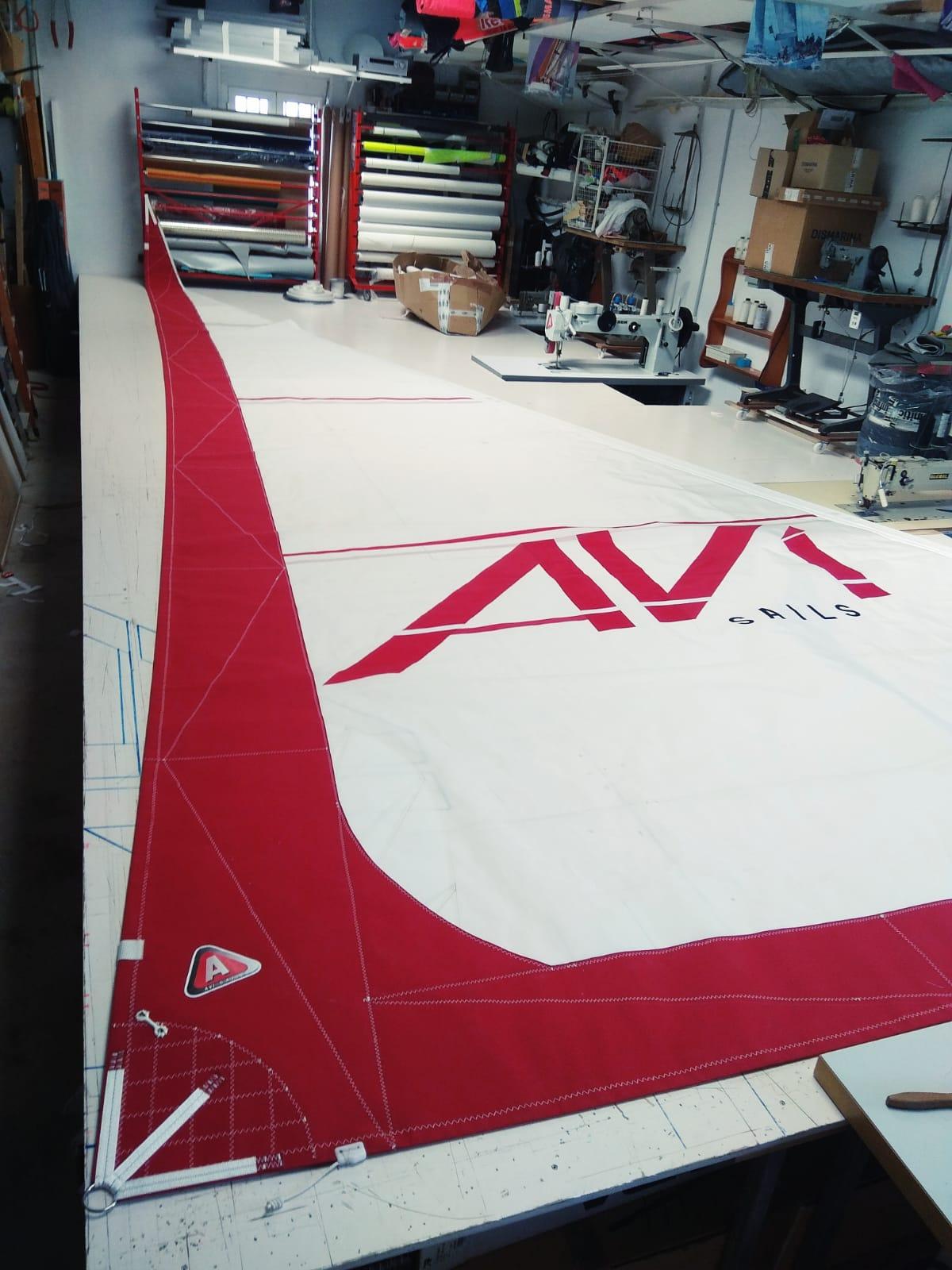 Vela roja terminada en nuestra velería náutica