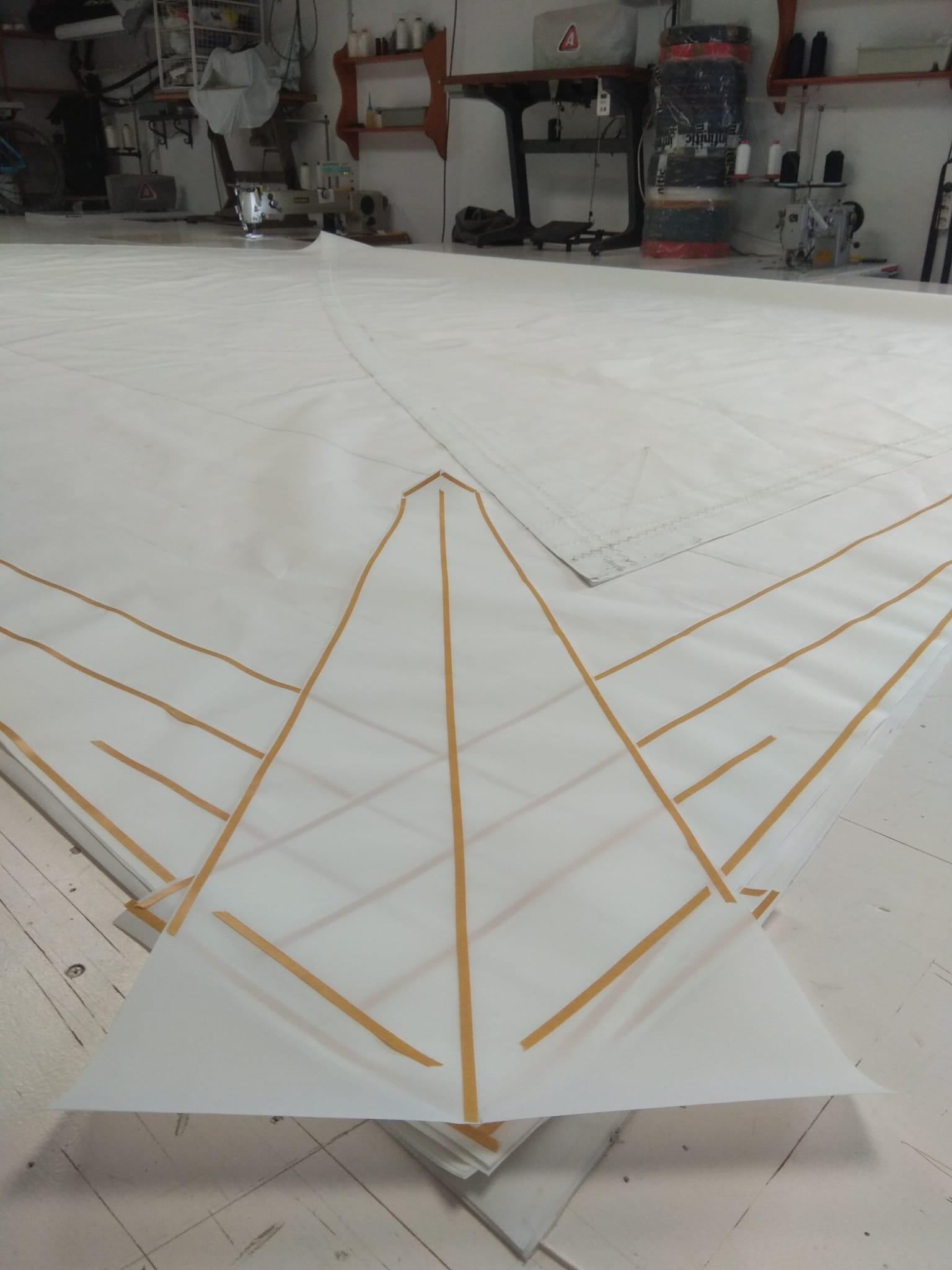 Vela latina en proceso en nuestra velería náutica