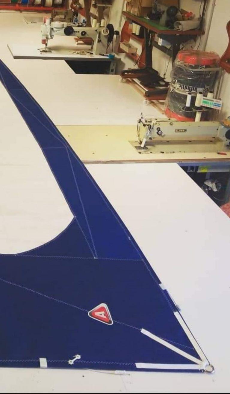 Diferentes máquinas de coser de nuestra velería náutica
